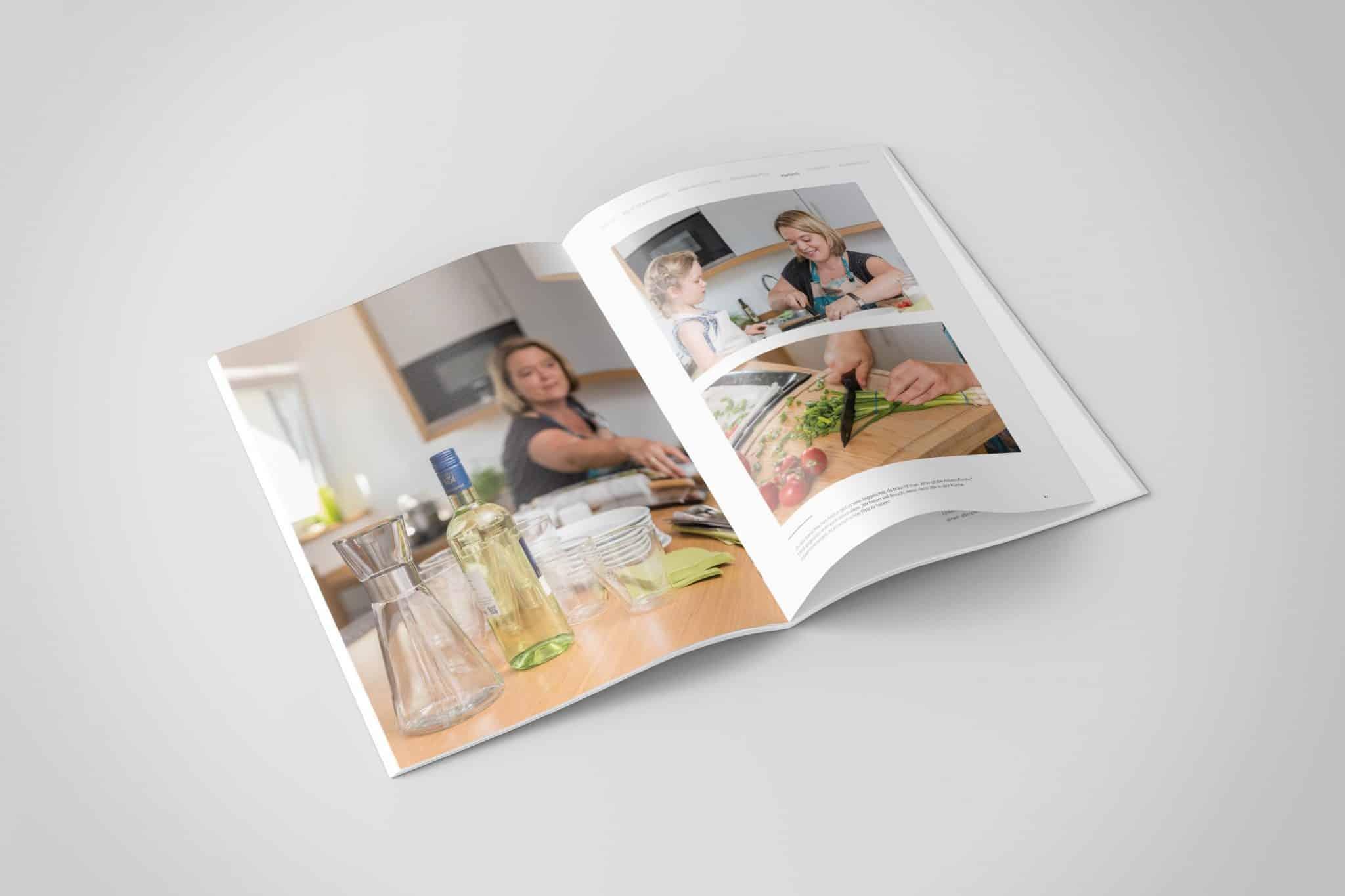 Doppelseite in der Küche Jahresbericht Stadtbau 2015 Corporate Puplishing