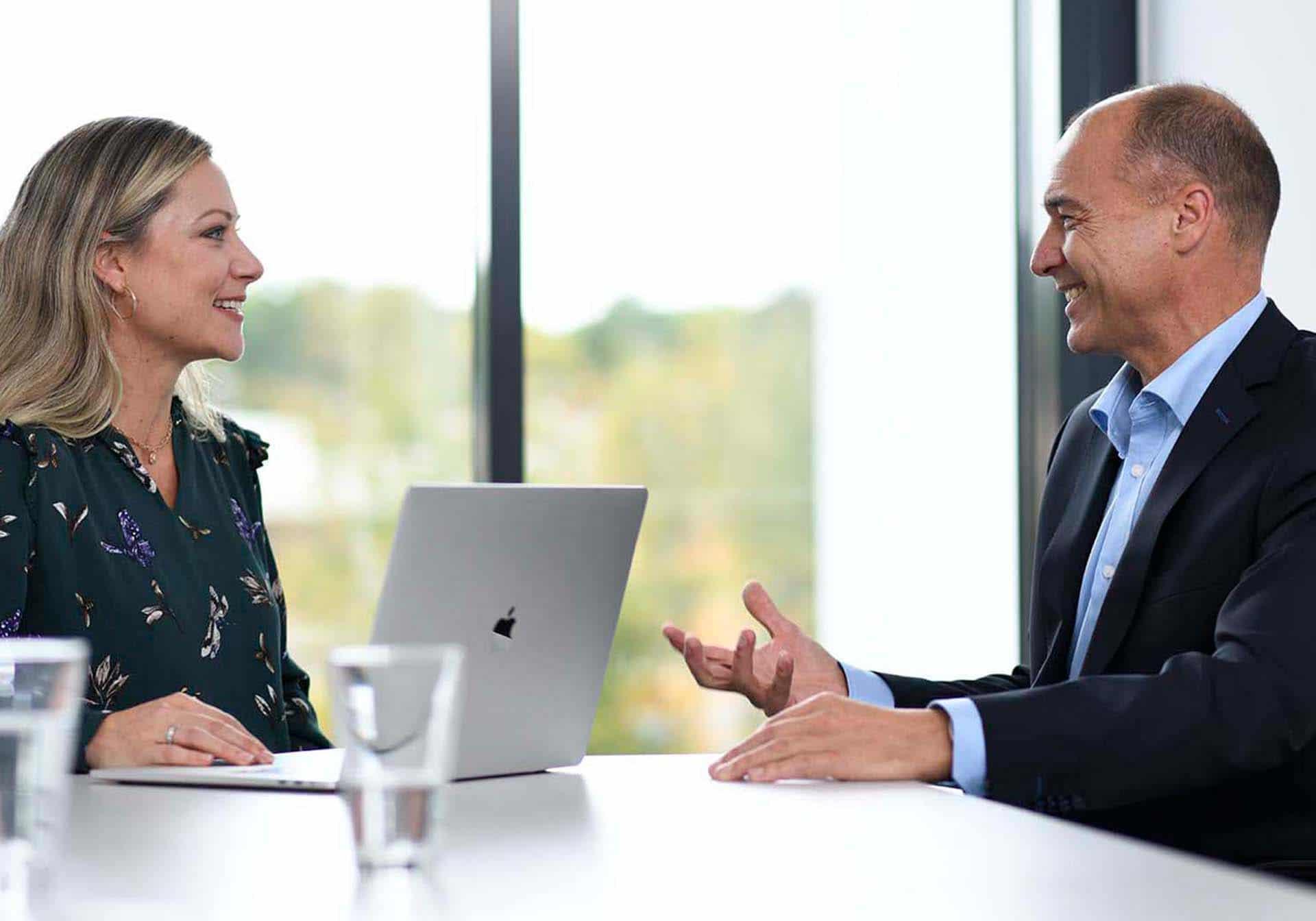 im Gespräch, Employer Branding für Excella, Pharma, Webdesign, Karriereseite, Social-Media, Recruiting