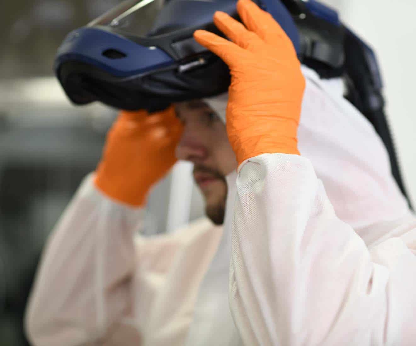 Mitarbeiter Chemie in Schutzkleidung, Employer Branding für Excella, Pharma, Webdesign, Karriereseite, Social-Media, Recruiting